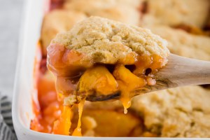 Easy peach cobbler recipe header
