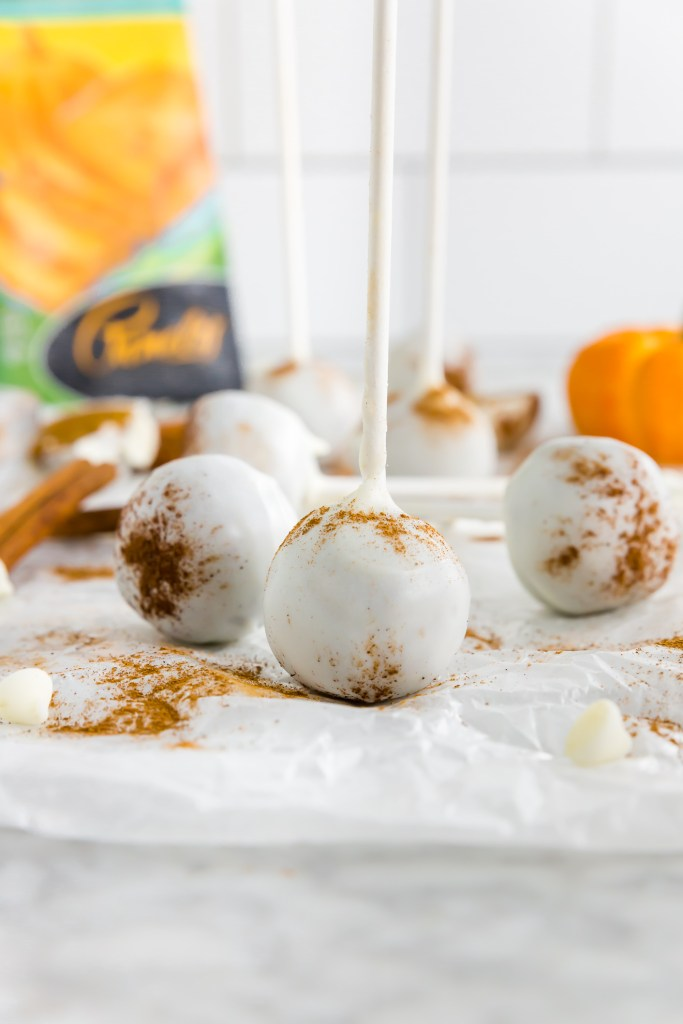 Gluten-free pumpkin spice cake pops finished product