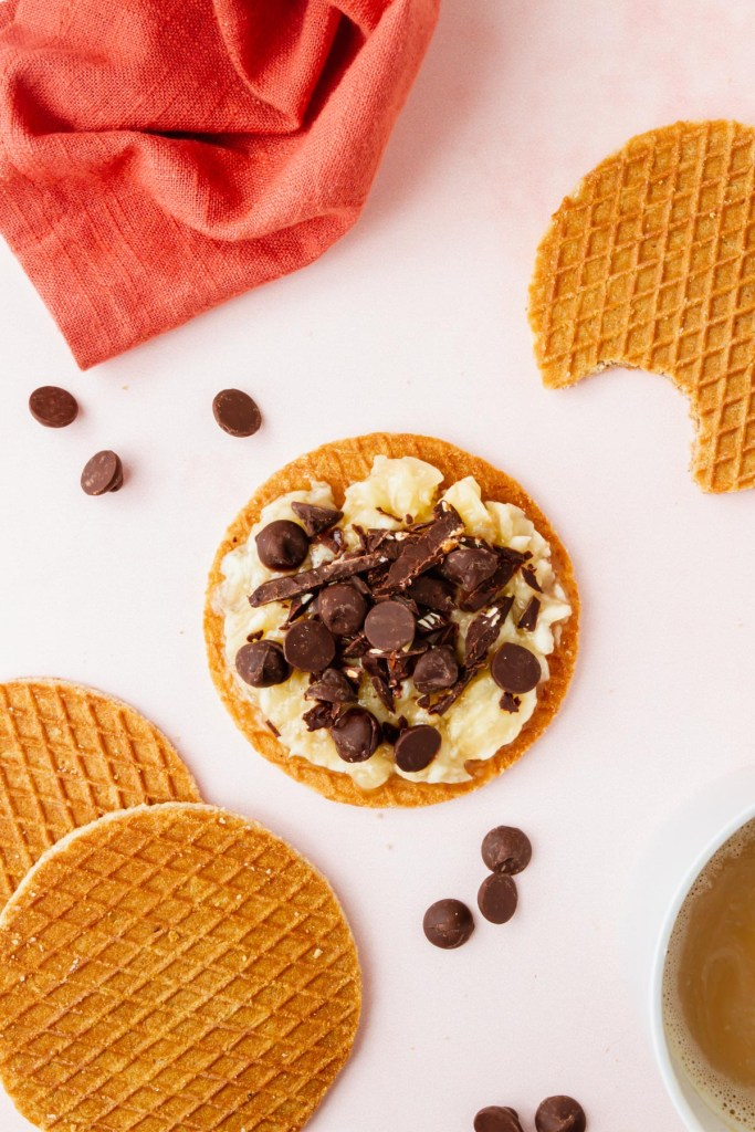 stroopwafel covered in mashed bananas and chocolate chips