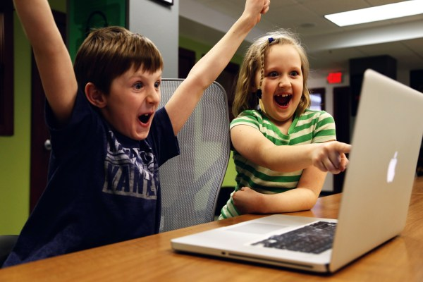 kids-excited-at-a-laptop image - Free stock photo - Public ...