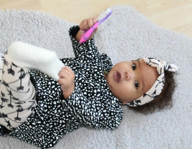 wanneer moet baby tanden poetsen-tandenpoetsen baby-GoodGirlscompany-tips voor tanden poetsen