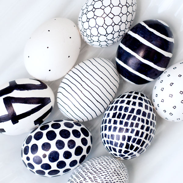 Monochrome easter eggs-paaseieren versieren-GoodGirlsCompany-decorating easter eggs