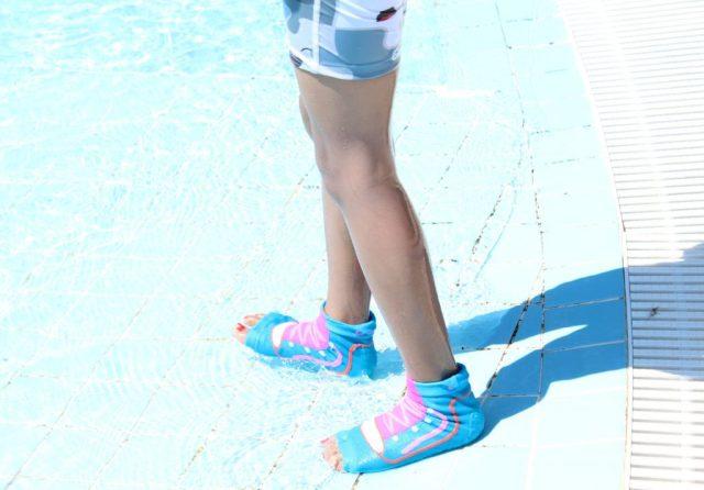ockyz-sweakers-voorkomen-uitglijden-bij-zwembad_goodgirlscompany
