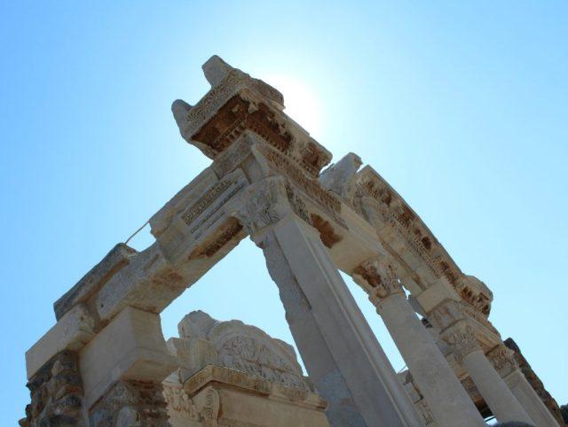 tempel-van-hadrianus_efeze_goodgirlscompany