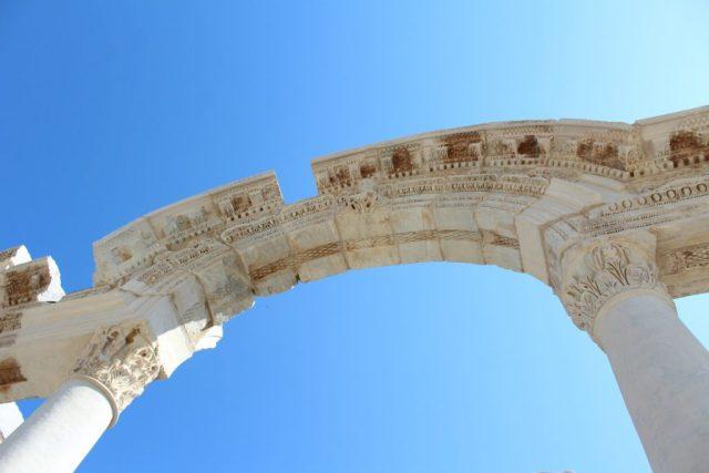 temple-of-hadrianus_goodgirlscompany_ephesus_efeze