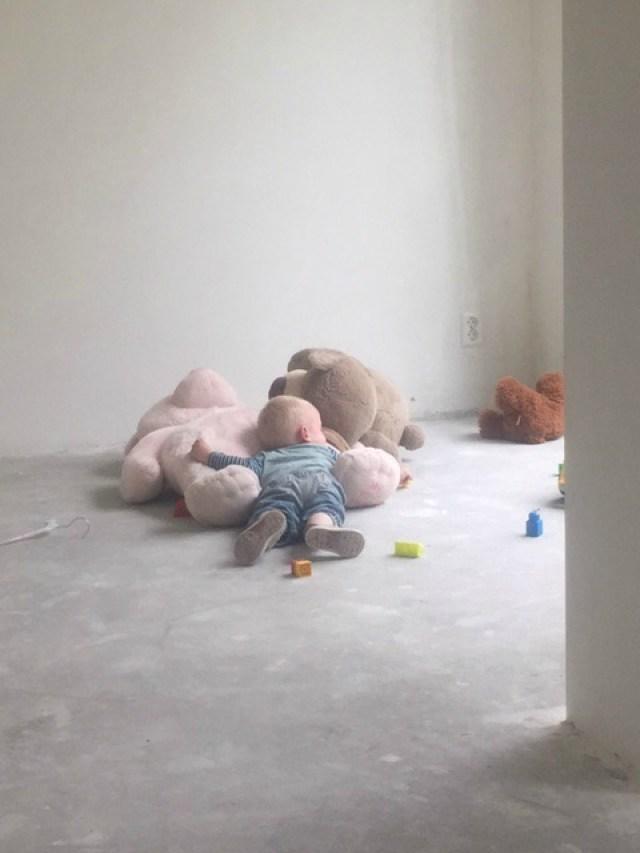 verhuizen-met-kinderen_dozen-in-pakken-met-kinderen-om-je-heen_goodgirlscompany