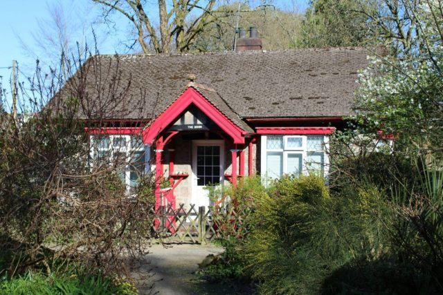 houses-in-Simmons-Park-Okehampton-East-Okement-River-brug-GoodGirlsCompany