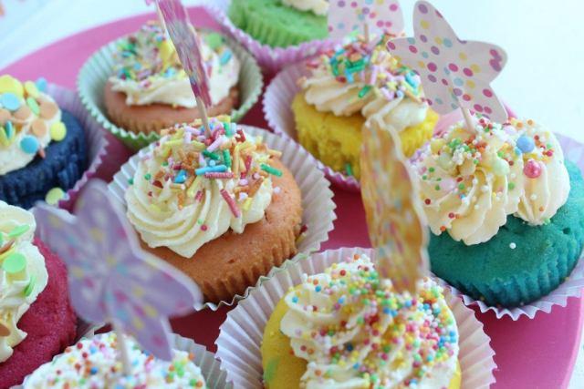 Vrolijke-eenhoorn-cupcakes-GoodGirlsCompany