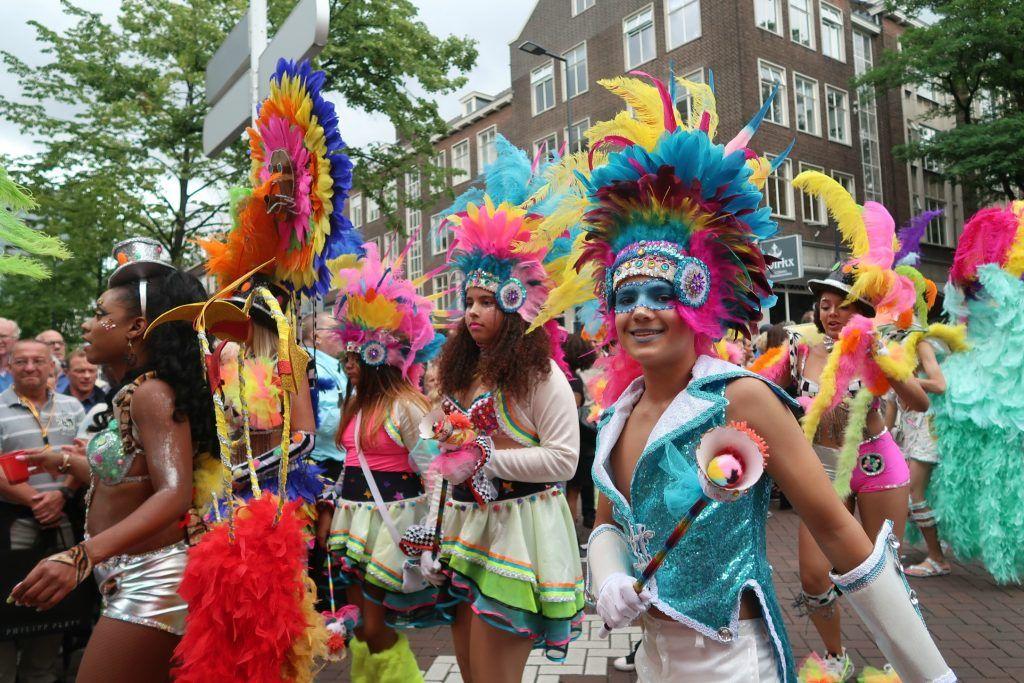Straatparade-Zomercarnaval-Rotterdam-optocht-GoodGirlsCompany
