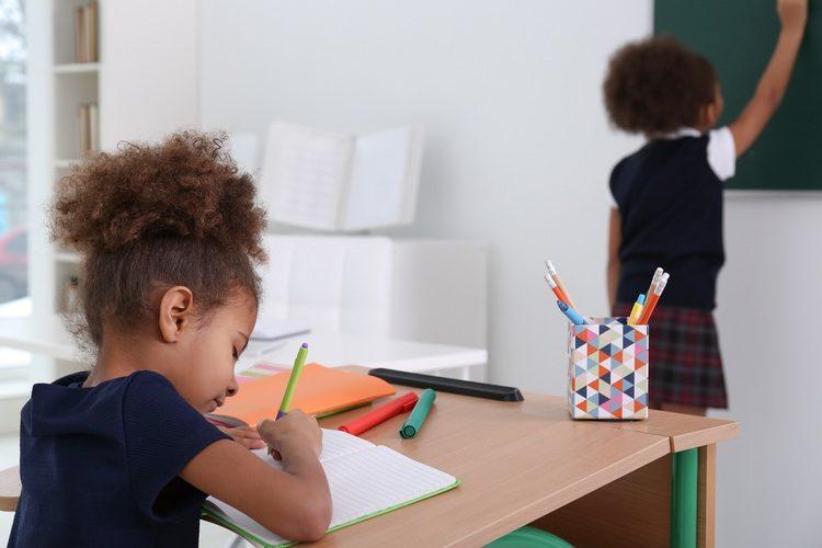 Vanaf 2018 gaan mijn dochters in een schooluniform naar school