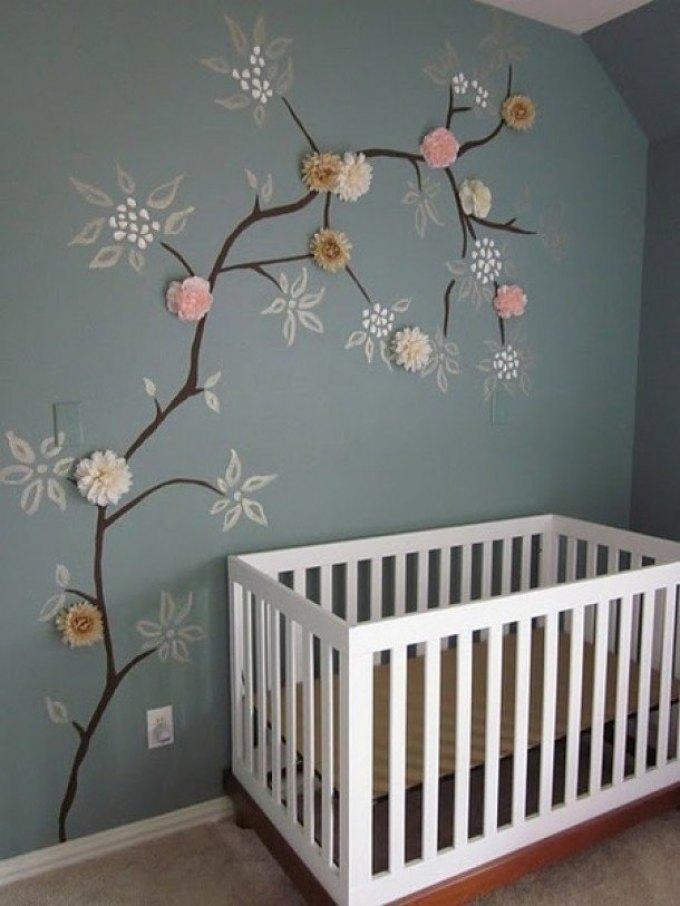 paper pom poms op de muur-babykamer