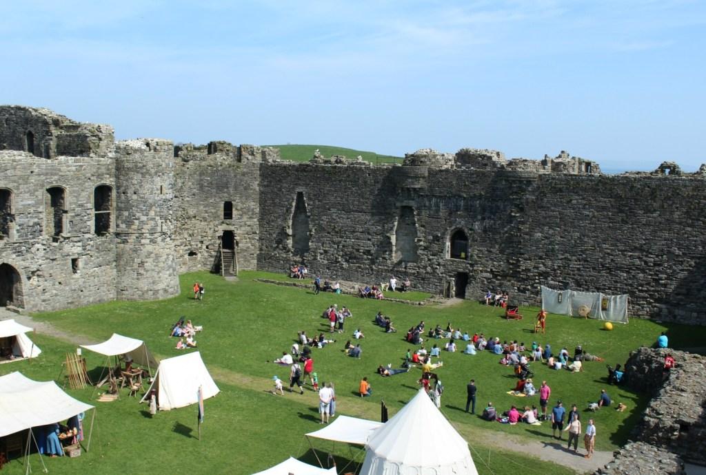 Binnenin kasteel Beaumaris