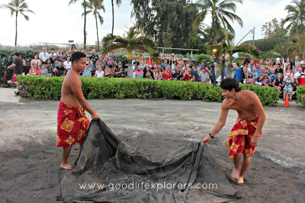 Travelblog, Firethrower, Luau, Oahu, Hawaii,Dancer, Germaine'sTravelblog, Firethrower, Luau, Oahu, Hawaii,Dancer, Germaine's
