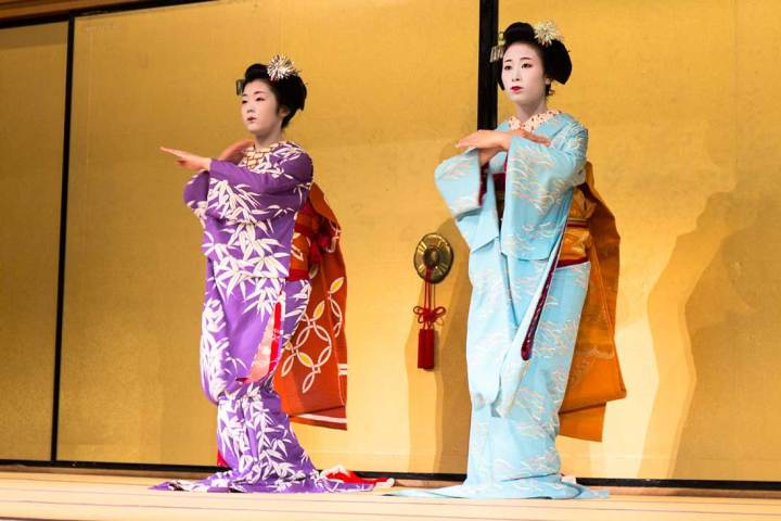 Gion Corner,Kyoto, Travel, Japan, Gion, Camellia, Cooking, show, culture, temple,4 experiences you must have in Kyoto