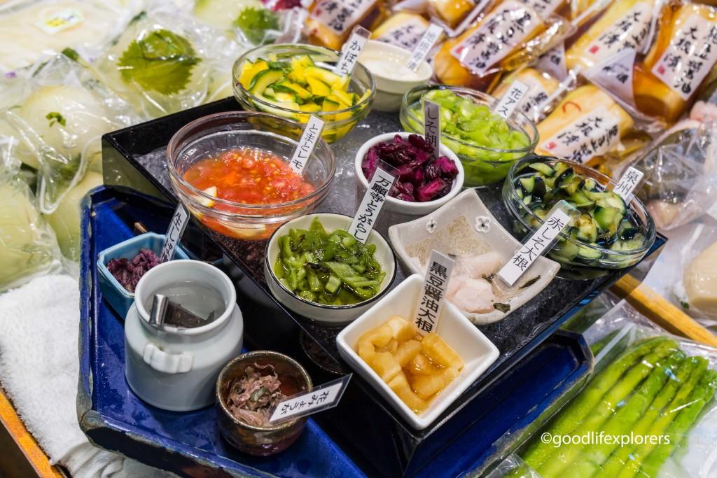 Nishiki Market, Market, Kyoto, Japan, Food, Market, travel tips, travel, travelblog, tempura, fish, seafood, candy, sweets, Japanese, foodie, shopping