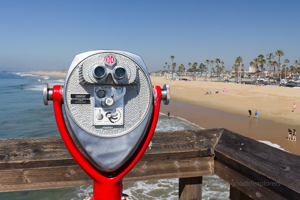 A paid binocular at Newport Beach pier in Southern California.