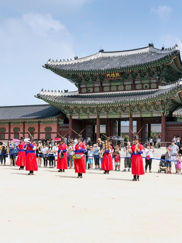Gyeongbokgung Palace , travel; travel expert; adventure travel; solo female travel; couple travel; vacation; tourism; adventure; World Travel; tips; advice; How to; adventure travel; Asia; South Korea; Seoul; palace; market; museum; village