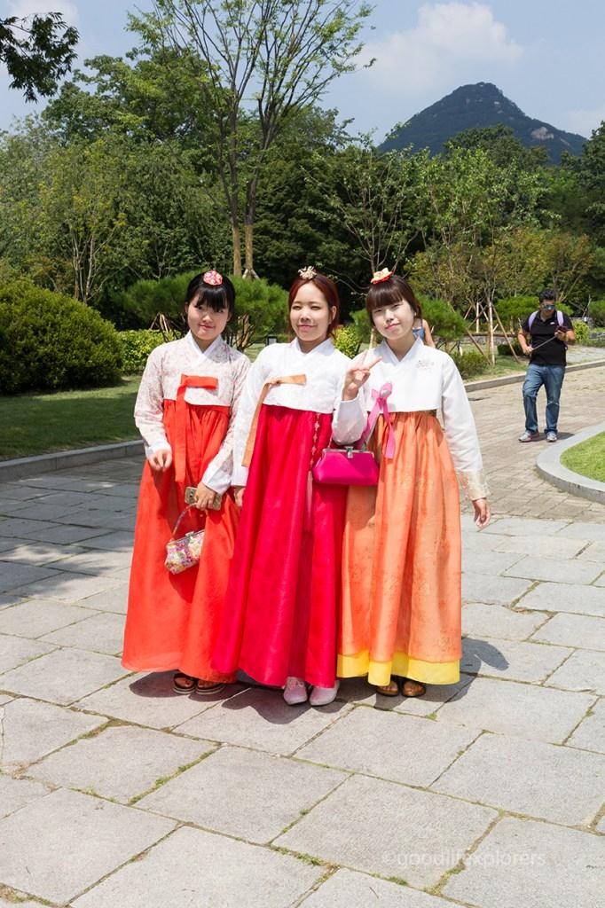 Korean Women dressed in hanboks at Gyeongbokgung Palace