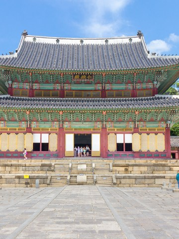 travel; travel expert; adventure travel; solo female travel; couple travel; vacation; tourism; adventure; World Travel; tips; advice; How to; adventure travel; Asia; South Korea; Seoul; palace; market; museum; village; Changdeokgung Palace