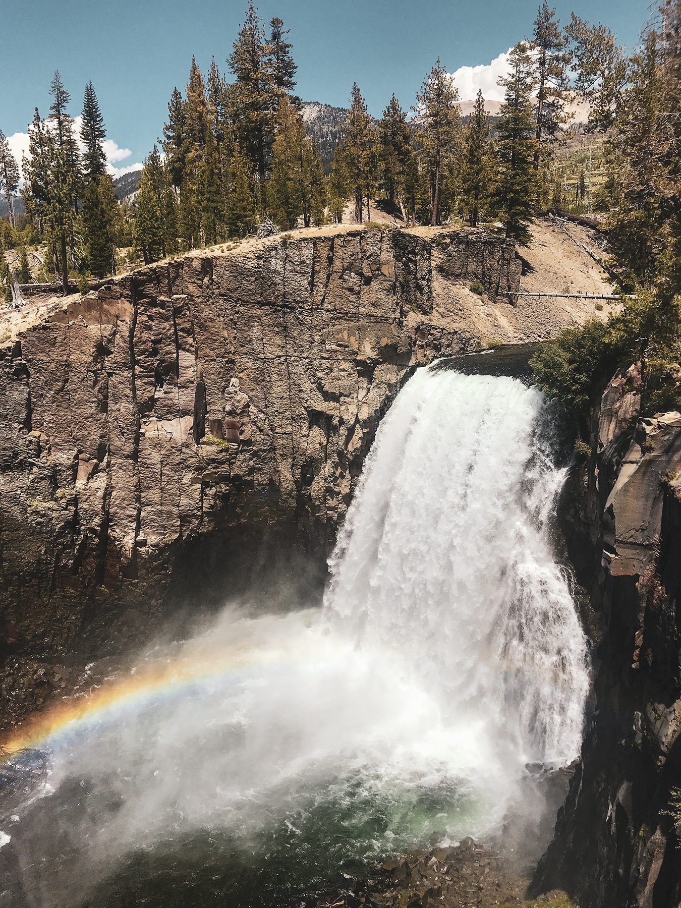 Rainbow Falls in Devils Postpile National Monument near Mammoth lakes