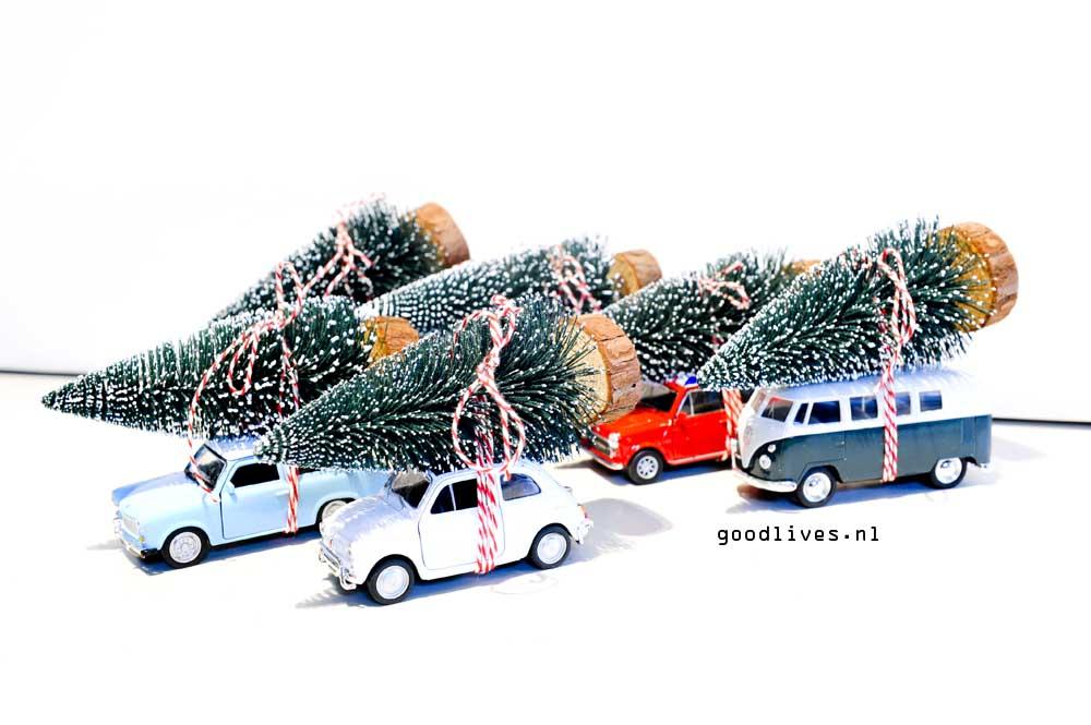 DIY auto's van Action Nederland met kerstboom op dak