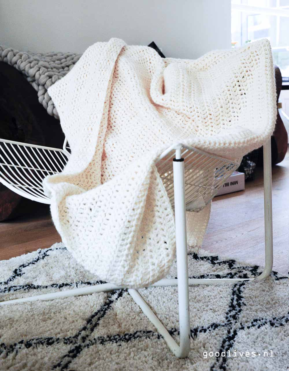 Cream Colored crocheted plaid over jarpen chair, free pattern on Goodlives.nl