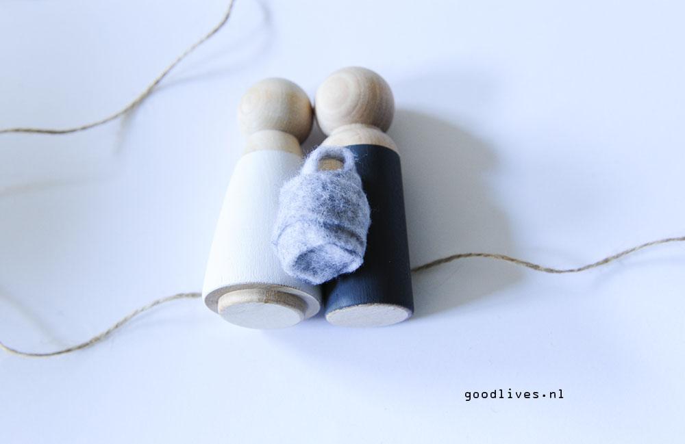 Poppetjes op het touw leggen - DIY kerststal