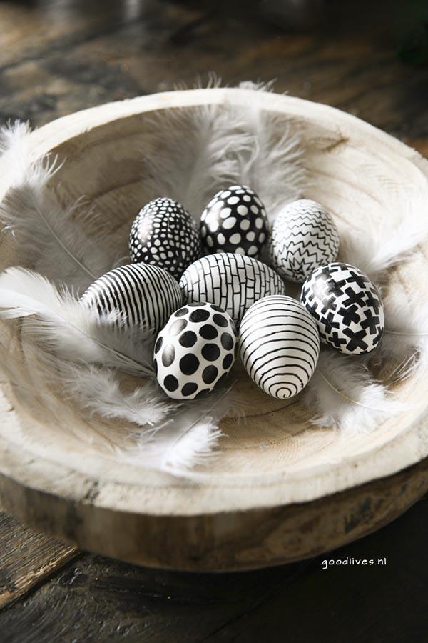Paaseieren klaar in zwart wit voor pasen 2018 Goodlives
