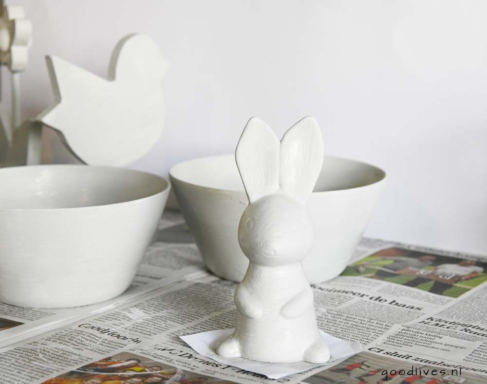 Bowl and easter bunny first layer of paint, DIY goodlives.nl