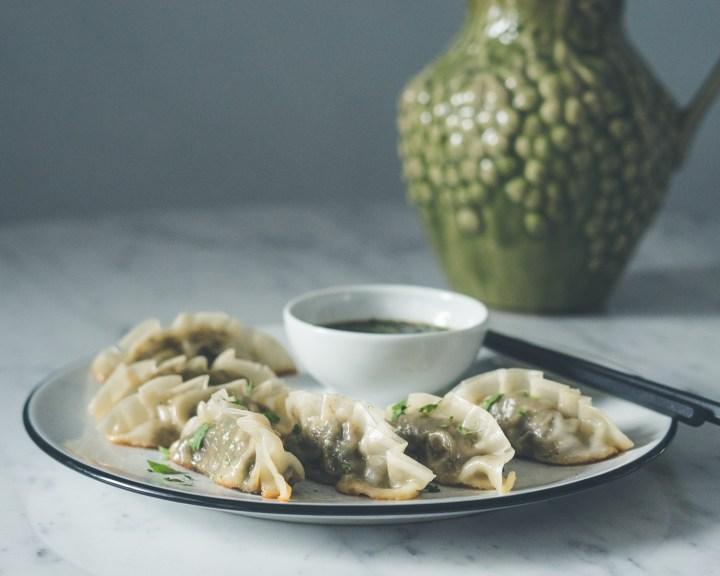 Gyoza dumplings med sopp og vårløk