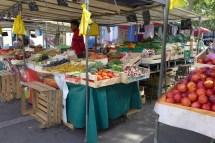 Marche Aligre Paris-fruit stand