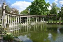 Parc Monceau Paris-the colums of the Naumachie