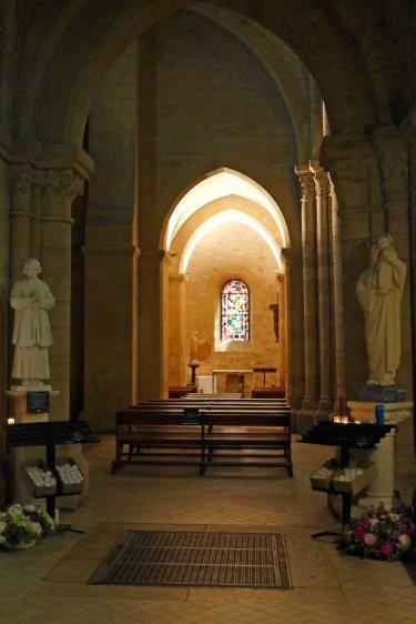 Chapel inside Saint Pierre de Montmartre