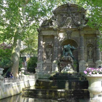 Fountains Paris-fontaine medicis-03