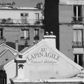 The roof of the Lapin Agile under snow - Montmartre