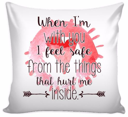 'When I'm With You, I Feel Safe from Things That Hurt Me Inside' Loves Quotes for Him Pillow Cover