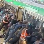 train-car-commuters-subway-rescue
