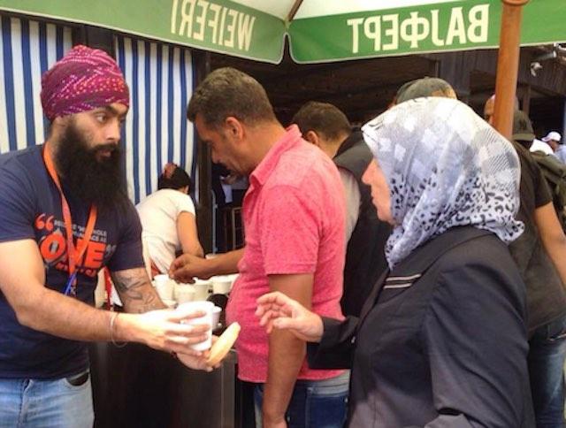 Sikhs aid refugees CC Langar Aid