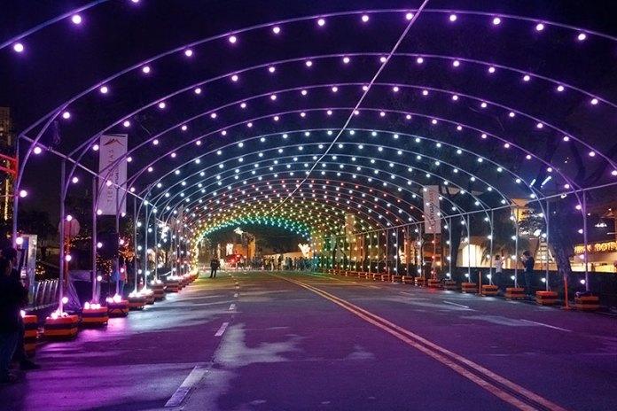 Tiendesitas Christmas Light Tunnel