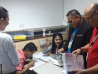 Honest Ninoy Aquino International Airport employee turns over dollar-filled envelope