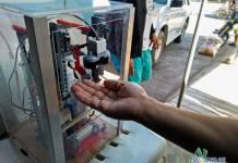 LEGO robot dispenser