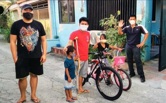 Dr. Jun Samar donates bikes