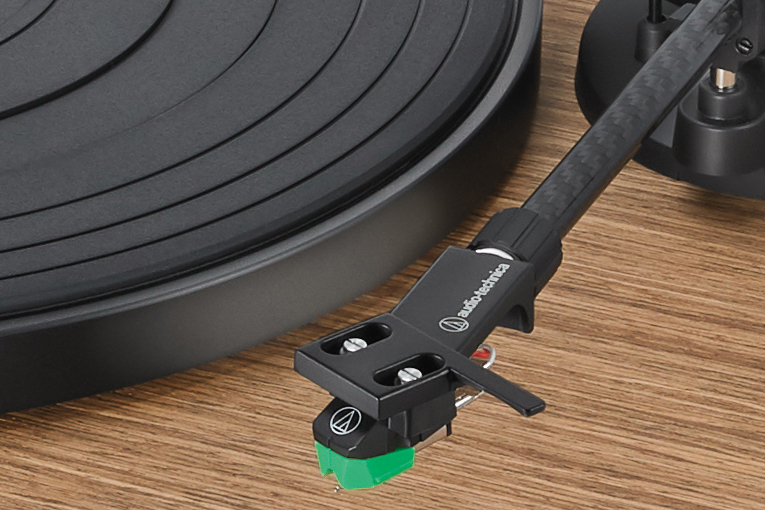 Audio-Technica AT-LPW40WN Turntable and AT-VM95E Cartridge