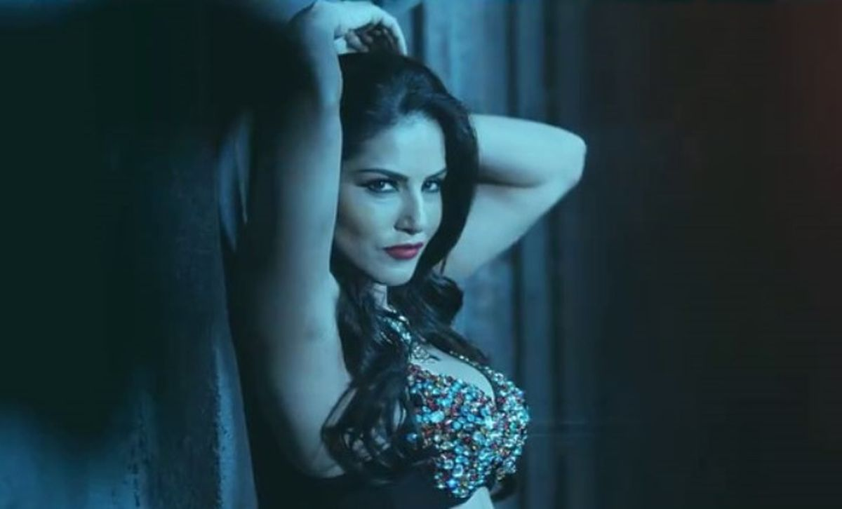 Sunny Leone Slaps Reporter For Asking Vulgar Question