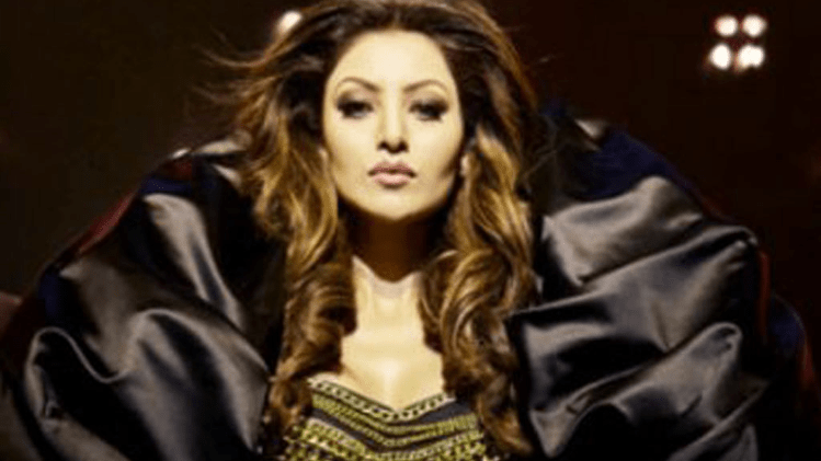Urvashi Rautela Sizzles in Haseeno Ka Deewana Video Song from Kaabil