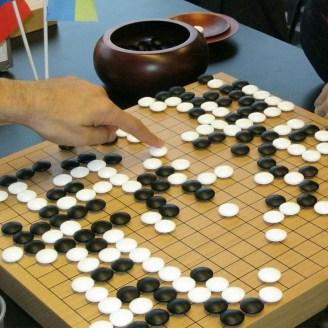 Stratejik düşünme becerilerinizi geliştirmek için Go oynamayı düşündünüz mü?