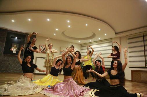 Takadhimi Hint Dans Topluluğu