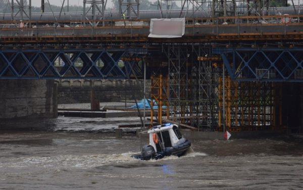У Кракові поліцейські борються за врятування залізничного мосту