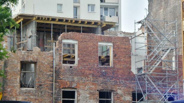 Трое українців отримали травми при обвалі стіни у Варшаві