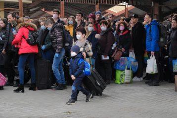 Як українці видїзжають з Перемишля в Україну. Фото